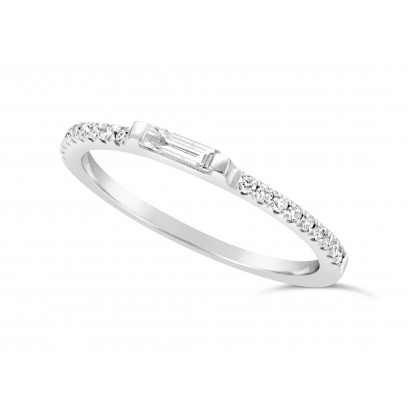 18ct White Gold Narrow Undercut Set Wedding Band, Set With An Oblong Diamond Baguette In The Middle & 9 Round Diamonds On Each Side. Total Diamond Weight 0.34ct