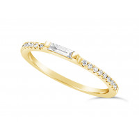 18ct Yellow Gold 1.3mm Narrow Undercut Set Wedding Band, Set With An Oblong Diamond Baguette In The Middle & 9 Round Diamonds On Each Side. Total Diamond Weight 0.34ct