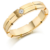 18ct Yellow Gold Gents 5mm Wedding Ring with Centre Groove and Set with 7pt Round Diamond