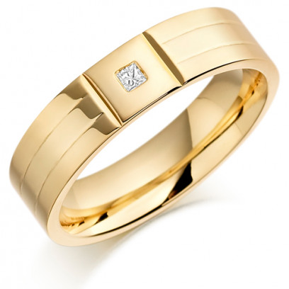 18ct Yellow Gold Gents 6mm Wedding Ring with 2 Parallel Grooves and Set with 4pt Princess Cut Diamond in a Square