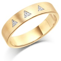9ct Yellow Gold Ladies 4mm Wedding Ring Set with 3 Triangle Diamonds, Total Weight 9pts