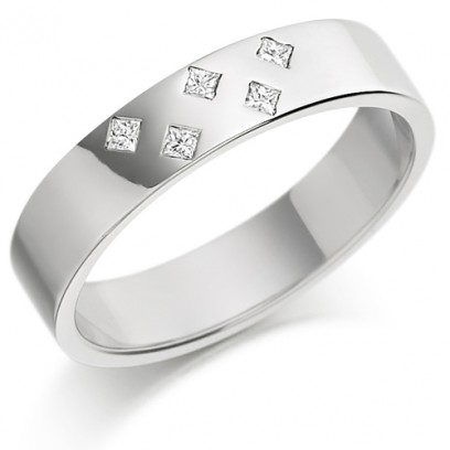 9ct White Gold Ladies 4mm Wedding Ring Set with 5 Princess Cut Diamonds in a Diamond Pattern, Total Weight 7pts