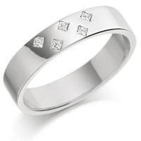 Platinum Ladies 4mm Wedding Ring Set with 5 Princess Cut Diamonds in a Diamond Pattern, Total Weight 7pts
