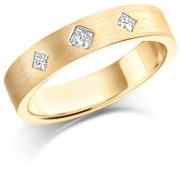 18ct Yellow Gold Ladies 4mm Wedding Ring Set with 3 Princess Cut Diamonds in a Diamond Pattern, Total Weight 12pts