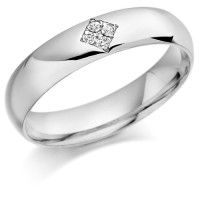 18ct White Gold Gents 5mm Wedding Ring Set with 6pts of Diamonds in a Diamond Shape Box
