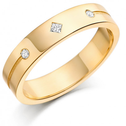 18ct Yellow Gold Gents 5mm Wedding Ring Set with a Princess Cut and 2 Round Diamonds Weighing a Total of 11pts