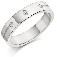 18ct White Gold Gents 5mm Wedding Ring Set with a Princess Cut and 2 Round Diamonds Weighing a Total of 11pts