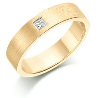 18ct Yellow Gold Ladies 4mm Wedding Ring Set with Single Princess Cut Diamond Weighing 10pts