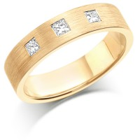 18ct Yellow Gold Ladies 4mm Wedding Ring Set with 3 Princess Cut Diamonds, total weight 0.30ct