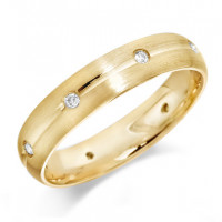 18ct Yellow Gold Gents 5mm Wedding Ring with Centre Groove and Diamonds Evenly Spaced All Around, Set with a Total of 16pts of Diamonds