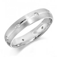 9ct White Gold Gents 5mm Wedding Ring with Centre Groove and Diamonds Evenly Spaced All Around, Set with a Total of 16pts of Diamonds