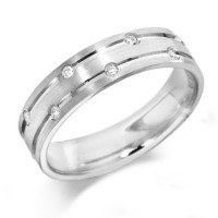 9ct White Gold Gents 6mm Wedding Ring with Parallell Grooves and Set with 7 Alternate Set Diamonds, Total Weight 10pts