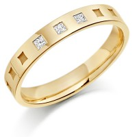 18ct Yellow Gold Ladies 3mm Wedding Ring with Frosted Squares all Around and Set with 6pts of Princess Cut Diamonds