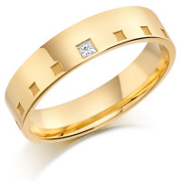18ct Yellow Gold Gents 5mm Wedding Ring Frosted Squares All Around and Set with 5pt Princess Cut Diamond