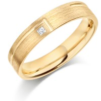 9ct Yellow Gold Ladies 4mm Wedding Ring with L-Shape Groove and Set with 2pt Princess Cut Diamond