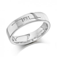 18ct White Gold Gents 5mm Wedding Ring with L-Shape Pattern and Set with Single 5pt Princess Cut Diamond