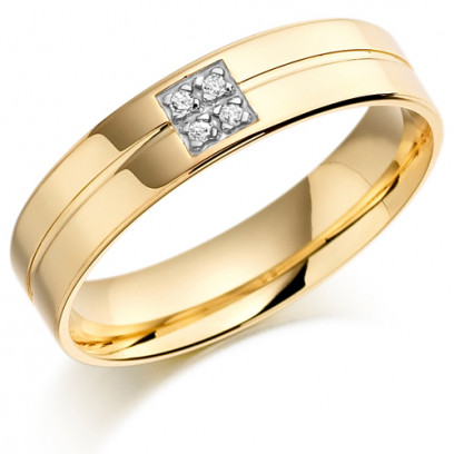 9ct Yellow Gold Gents 5mm Wedding Ring with Centre Groove and Set with 4pts of Diamonds in a Square Box