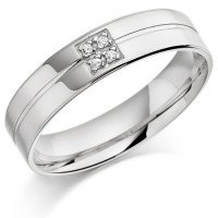 9ct White Gold Gents 5mm Wedding Ring with Centre Groove and Set with 4pts of Diamonds in a Square Box