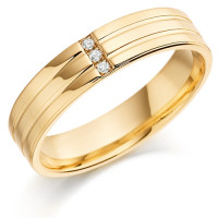 18ct Yellow Gold Gents 5mm Wedding Ring with 2 Parallel Grooves and Set with 3 Channel Set Diamonds Weighing a Total of 3pts