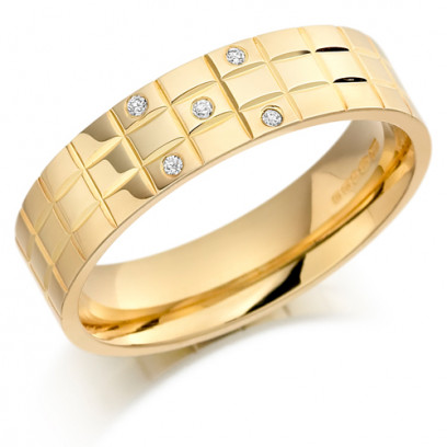 9ct Yellow Gold Gents 5mm Chequer Pattern Wedding Ring Set with 5pts of Diamonds