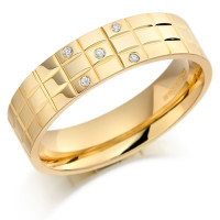 18ct Yellow Gold Gents 5mm Chequer Pattern Wedding Ring Set with 5pts of Diamonds