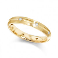 18ct Yellow Gold Ladies 4mm Wedding Ring with Centre Groove and Diamonds Evenly Spaced All Around, Set with a Total of 12pts of Diamonds