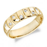 18ct Yellow Gold Gents 6mm Wedding Ring with Curved Grooves and 14pts of Alternate Set Diamonds