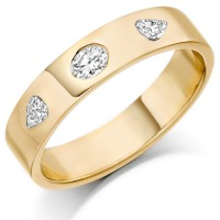 18ct Yellow Gold Ladies 4mm Wedding Ring Set with Oval and Pear Shape Diamonds, Total Weight 0.26ct