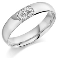 18ct White Gold Gents 5mm Wedding Ring Set with 10pts of Diamonds in an Oval Shape Box