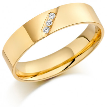 9ct Yellow Gold Gents 5mm Wedding Ring with 3 Diamonds Diagonally Set Across Weighing a Total of 4.5pts