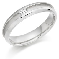 18ct White Gold Ladies 4mm Wedding Ring with Centre Groove and Channel Set with 7pt Baguette Diamond