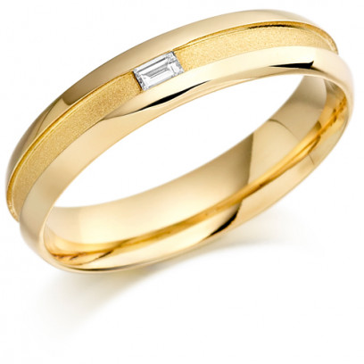 9ct Yellow Gold Gents 5mm Wedding Ring with Centre Groove and Channel Set with 7pt Baguette Diamond