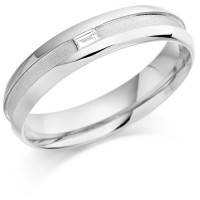 18ct White Gold Gents 5mm Wedding Ring with Centre Groove and Channel Set with 7pt Baguette Diamond