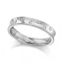Palladium Ladies 4mm Concave Wedding Ring with Set with 5 Alternate Set Diamonds, Total Weight 7pts
